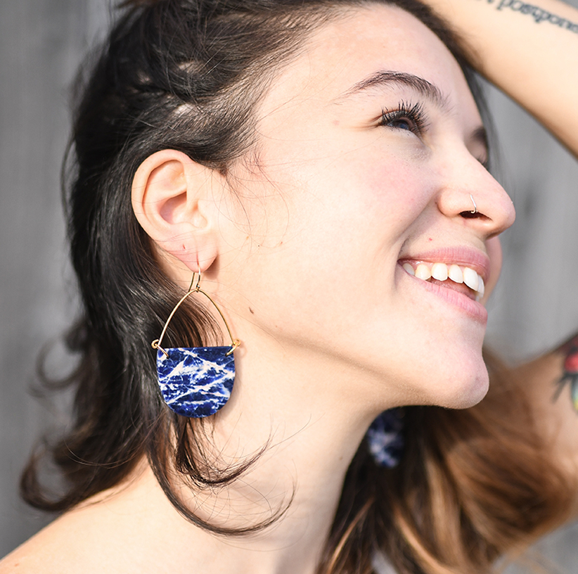 lynx-lifestyle-earrings-model-right-2-andercat